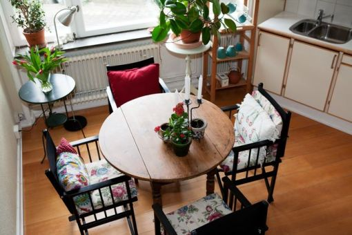 Old furniture gives the home a relaxed look.